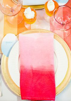 Make DIY dip-dyed ombre napkins for your #Easter #Tablescape or for any #Spring occasion. Dip-Dyed Ombre Easter DIY Details