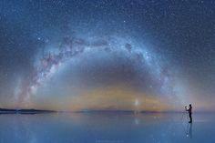 David Kordan recentemente tomou conta da internet com suas fotografias. Isso porque ele visitou nada menos do que a maior Salina do mundo, em Uyuni, Bolívia e fotografou o céu refletido em toda sua imensidão.
