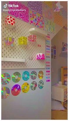 Indie Room Decor, Cute Bedroom Decor, Teen Room Decor, Room Ideas Bedroom, Chambre Indie, Retro Room, Grunge Room, 90s Grunge, Grunge Outfits