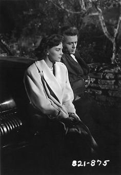 Natalie Wood & James Dean in Rebel Without a Cause, 1955 American Idol, American Actors, James Dean Photos, Rebel Without A Cause, He Makes Me Happy, East Of Eden, Jimmy Dean, Boy Meets Girl, Natalie Wood