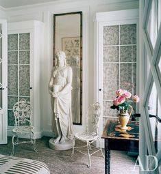 Pierre Passebon collaborates with Jacques Grange on a playful, quirky flat near the Palais-Royal... love the grand proportions.. especially the mirror. But kill for the flower/table arrangement.