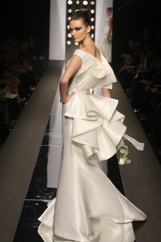 A partial collection of my favorite Haute Couture Evening Gowns by Fausto Sarli from years prior to Bridal Gowns, Wedding Gowns, Fashion Details, Fashion Design, Evening Dresses, Formal Dresses, White Fashion, Beautiful Gowns, Couture Fashion