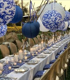 45 Ideas wedding table settings blue and white decor for 2019 Long Table Decorations, Decoration Table, Wedding Decorations, Wedding Lanterns, Beautiful Table Settings, Blue And White China, Paper Lanterns, White Lanterns, Hanging Lanterns