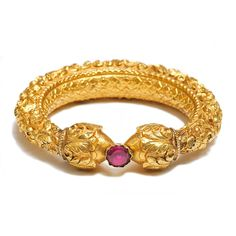 Gold Repousse Bangle Tamil Nadu India Century,Diameter: A sheet of pure gold is worked over a lac core in floral motifs terminating in two onion head finials between which is held a glass foiled stone. Antique Gold, Antique Jewelry, Vintage Jewelry, Gold Bangles Design, Jewelry Design, Bridal Jewelry, Gold Jewelry, Swarovski Jewelry, Jewelry Shop