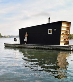 Modern Tiny Floating House | Tiny House Pins. So this would not go on the hill but it was too cute not to re-pin.
