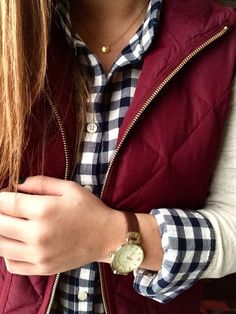 Add a pop of burgundy to your preppy layers this fall with a quilted vest. I thankfully already have a navy gingham shirt. Preppy Mode, Preppy Style, Fall Winter Outfits, Autumn Winter Fashion, Winter Clothes, Modest Winter Outfits, Summer Outfits, Casual Outfits, Outfits Con Camisa