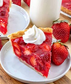 Easy, delicious and bursting with flavor this Strawberry Pie is an old-fashioned recipe that has minimal ingredients, intense strawberry flavor and absolutely addicting. Desserts Strawberry Pie - The Most Addicting Pie Ever Dessert Dips, Pie Dessert, Baking Recipes, Cake Recipes, Cream Pie Recipes, Frozen Pie Crust, Food Cakes, Easy Desserts, Easy Delicious Desserts