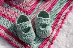 Black Sheep: Crocheted baby shoes - for a newborn! Crochet Baby Shoes, Diy Crochet, Baby Barn, Diy For Kids, Baby Knitting, Baby Dolls, Baby Gifts, Crochet Patterns, Arts And Crafts