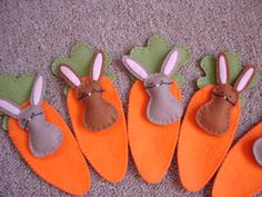 felt bunnies in carrot pouches, image via Bitsofgoodness swappers