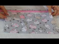 Saquinho de plástico para maternidade | bY: Evelyn Cavalcante - YouTube Baby Dress, Baby Shower, Make It Yourself, Sewing, Kids, Handmade, Youtube, Baby Diaper Bags, Garment Bags