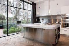 Kitchen decorated: 100 models that we love most in the decoration - Home Fashion Trend Kitchen Flooring, Kitchen Dining, Kitchen Decor, Kitchen Island, Best Interior Design Apps, Luxury Interior, Interior Paint, Boffi, Steel Windows