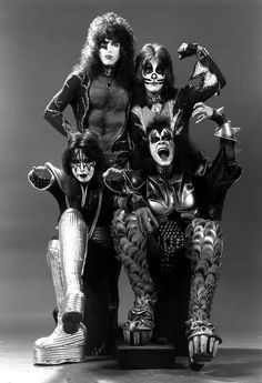 Kiss - Paul Stanley, Ace Frehley, Gene Simmons and Peter Criss? Kiss Rock Bands, Kiss Band, Paul Stanley, Eric Singer, Kiss Group, El Rock And Roll, Vintage Kiss, Peter Criss, Kiss Pictures