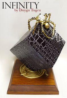 Infinity Cube Cake by Duygu Tugcu - cracked details and golde nspider (instagram:pastacanavari)