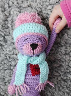 Den femte i ordningen. Och här är hon. Fröken Bodil. En lila liten kisse med rosa detaljer. Och förstås med ett lagat hjärta på.   Jag har...