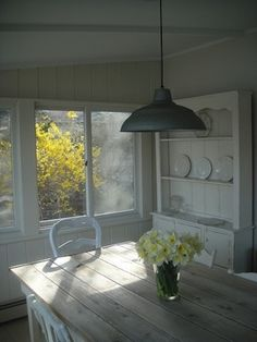 Decoration Living - Dinning-room etc. by SodaCreek Farmhouse Style Table, Farmhouse Design, Vintage Porch, Beach Bungalows, Barn Lighting, Shabby Chic Cottage, Home Decor Furniture, Furniture Ideas, Beach Cottages