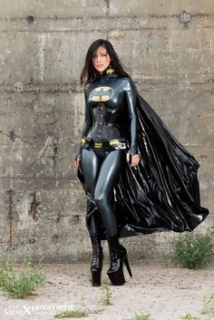 Theres not so many Gender-bended Batman :'c But this one is really cool! :D Batman #genderbender #cosplay #halloween