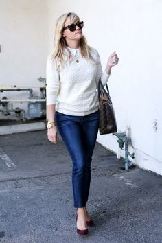 Reese Witherspoon Photos: Reese Witherspoon Takes a Stroll
