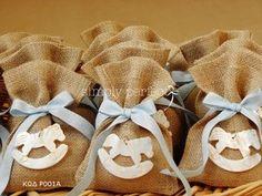 Μπομπονιέρα από λινάτσα με θέμα το αλογάκι:  ΚΩΔ P001A Burlap Wreath, Christening, Jute, Baby Shoes, Reusable Tote Bags, Kids, Sacks, Bag Packaging, Baby Things