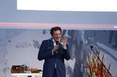 """DR. ECKART VON HIRSCHHAUSEN, Comedian, Moderator und Gründer der Stiftung """"Humor hilft heilen"""" erklärte """"WIE HUMOR UNS KREATIEFT"""" #itag2015"""
