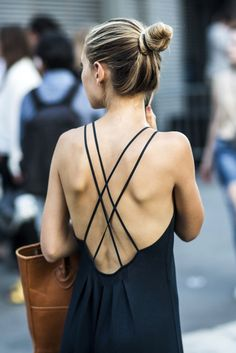 Get This Street Style Star's Effortless Cross Strap Back Look