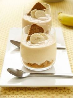 Food and Drink: Bananenmousse met speculaas Easy Desserts, Delicious Desserts, Dessert Recipes, Yummy Food, Mousse Dessert, Dessert Diet, Happy Foods, Love Food, Sweet Recipes