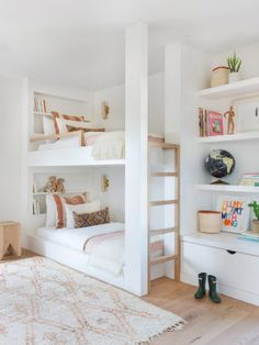 my scandinavian home: Relaxed Californian Meets Modern Scandinavian In An Incredible Family Home - shared children's room with white and wood built-in bunk bed and open shelving. Bunk Beds Built In, Modern Bunk Beds, Full Size Bunk Beds, Bunk Bed Designs, Small Bedroom Designs, Bunk Bed Decor, Bedroom Decor, Teen Bedroom, Bedroom Ideas