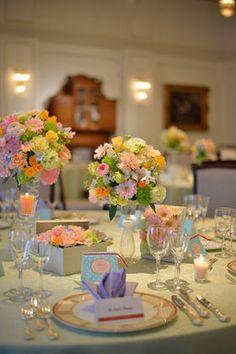 【画像集】クロスと装花はどう組み合わせる?クロスの色別/結婚式・披露宴の会場・テーブルコーディネート - NAVER まとめ Table Flowers, Table Settings, Pastel, Table Decorations, Wedding, Image, Home Decor, Ideas, Valentines Day Weddings