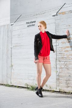 #ays #advanceyourstyle #modeblog #berlin #outfit #lookbook #aysfashion #Rot #Shorts #Sommerlook #Streetstyle