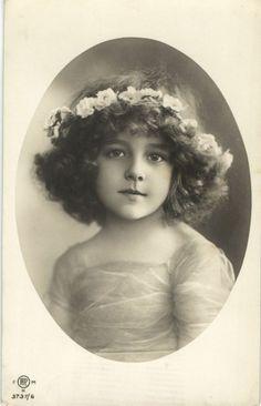 Beautiful girl Grete Reinwald portrait photo postcard 1910's