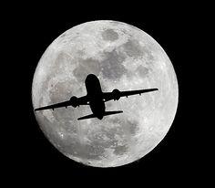 Los Angeles, USA:  Ein Passagierflugzeug im Anflug auf den Flughafen LAX -...