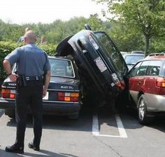 Highly entertaining images that will make you see crazy attempts of parking end badly. The result is this big photo collection of funny parking fails that will make you laugh very hard. Driver Online, Bad Drivers, People Of Walmart, One Job, Insurance Humor, Car Insurance, Car Humor, Car Memes, Driving Humor