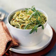 Découvrez la recette Salade de pâtes à la roquette sur cuisineactuelle.fr.