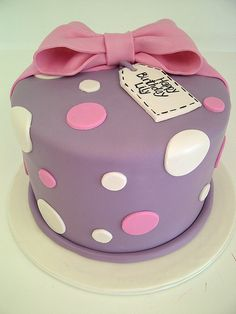 Cute and Simple Birthday Cake (1177)