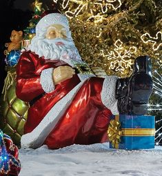 Catching a little shut-eye in between deliveries, our exclusive Sleeping Santa looks comfortable reclining against his bag full of goodies. This sleepy Santa makes a fun and festive addition to any outdoor holiday display.