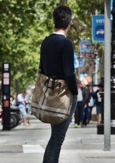 Bolsa unisex Campomaggi - disponible en Brussosa Unisex, Sling Backpack, Messenger Bag, Satchel, Backpacks, Travel, Fashion, Purse, Budget