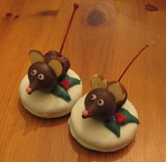 Christmas mouse cookies! Oreos covered in white chocolate, Hershey kisses, almond slices, cherries covered in chocolate, and colored frosting! Super easy and FUN! Click for the step-by-step video!