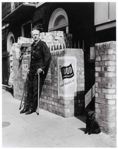Robert Capa, [Man and cat outside an air-raid shelter, London], June-July 1941