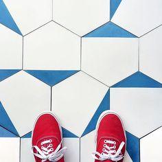 280 Likes, 14 Comments - cle tile . Best Flooring, Vinyl Flooring, Floor Patterns, Tile Patterns, Floor Design, Tile Design, Interiores Design, Interior Design Living Room, Tile Floor