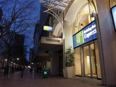 Cape Town Holiday Inn Express Cape Town City Centre South Africa, Africa Stop at Holiday Inn Express Cape Town City Centre to discover the wonders of Cape Town. The hotel offers guests a range of services and amenities designed to provide comfort and convenience. Free Wi-Fi in all rooms, 24-hour front desk, facilities for disabled guests, express check-in/check-out, luggage storage are there for guest's enjoyment. Each guestroom is elegantly furnished and equipped with handy a...