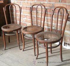 3 sillas iguales antiguas tipo Thonet con asiento de rejilla, asientos en mal estado, 118 €