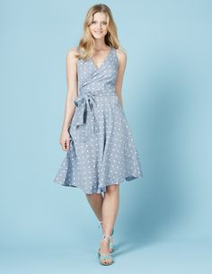Bring a bit of Fifties glamour to the Riviera of your choice (or just the neighbours' garden BBQ) with this flattering, wrap dress. Crafted from soft cotton linen, this dress is all about the shape: the structured waist nips you in, while the cut-on-the-bias flippy skirt adds an extra feminine touch.