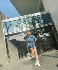 Mamamoo, Louvre, Building, Instagram Posts, Travel, Kpop, Bias Wrecker, Nayeon, Korea