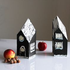 I wanted to do something with the house-shaped wooden blocks i still had. I decided to give the am brush of chalkboard paint. Now, those houses can constantly changed. They became a three dimensional canvas and can be drawn at in so many ways. We can add the seasons like snowy winter or fresh green spring. . .  #tinyhouse #wood #chalk #christmasdecoration #chalkboard #chalkboardpaint #home #interiorinspiration #homedekor #diy #house #upcycle #winter #paint #decoration