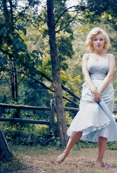 Marilyn Monroe photographed by Sam Shaw, Amagansett, New York, 1957.