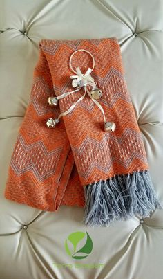 The color orange is cheerful and it favors a lot when combined with garments of blue, white, black or purple tones. Alpaca Scarf, Womens Scarves, Boho Shorts, Orange Color, Purple, Blue, Favors, Elegant, Clothes