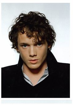 Anton Yelchin who plays Charley Brewster in Fright Night is the Hottie of the Week. Check out hot photos of him shirtless and on the red carpet. Anton Yelchin, Beautiful Men, Beautiful People, Maxon Schreave, Star Trek Reboot, Pretty People, Actors & Actresses, Interview, Celebs