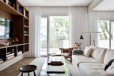 Airy Brazil Apartment In Mid-Century Style