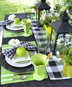 Green & Black Summer Tablescape - Dining Delight - Featured at the Home Matters Linky Party 246 Summer Deco, Party Summer, Black Tablecloth, Grace Home, Outdoor Food, Beautiful Table Settings, Decoration Table, Summer Table Decorations, Apple Decorations