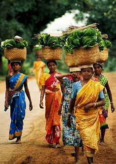 women farmers take their bananas to market