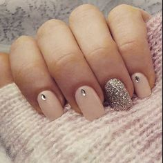 Fabulous way to wear glitter nail designs Simple Nail Art Designs, Cute Nail Designs, Acrylic Nail Designs, Acrylic Nails, Bridal Nails, Wedding Nails, Glitter Wedding, Love Nails, Pretty Nails